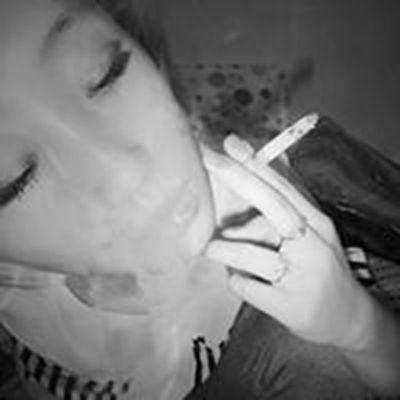 女生叼烟霸气头像图片_WWW.QQYA.COM