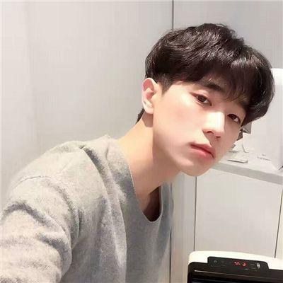 比心帅气男头五官清晰_WWW.QQYA.COM