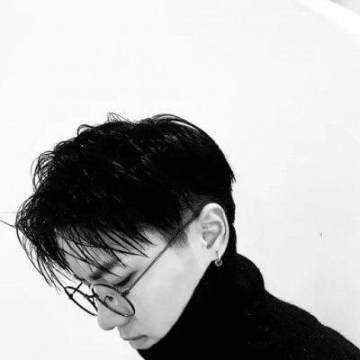 有品位的男人微信头像_WWW.QQYA.COM