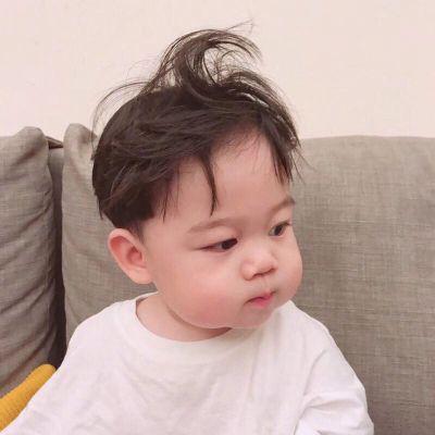 男生可爱头像呆萌小孩_WWW.QQYA.COM