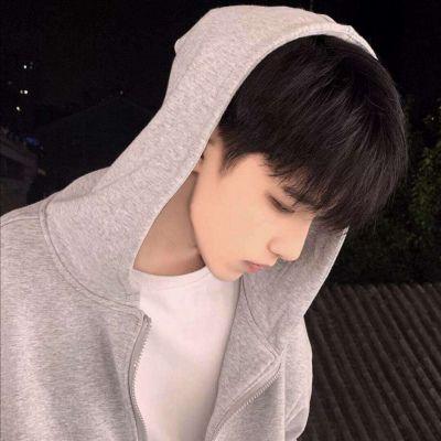 微信帅气冷酷男头_WWW.QQYA.COM