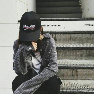 酷酷的照片女生头像_WWW.QQYA.COM