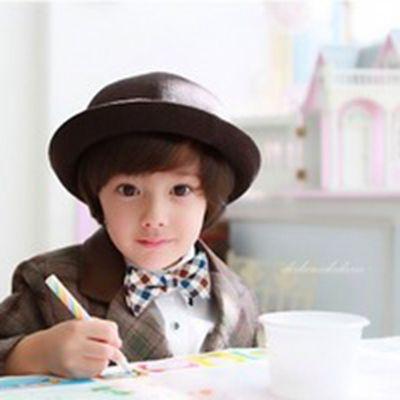 00后帅气小男孩微信头像图片_WWW.QQYA.COM