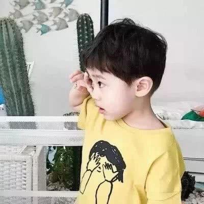 可爱的小孩子情侣头像一人一张_WWW.QQYA.COM