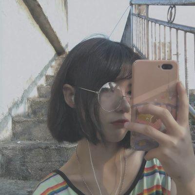 暗色系图片女生头像_WWW.QQYA.COM