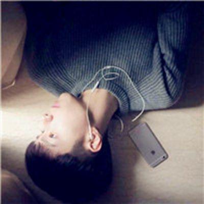 适合20岁男生用的头像_WWW.QQYA.COM