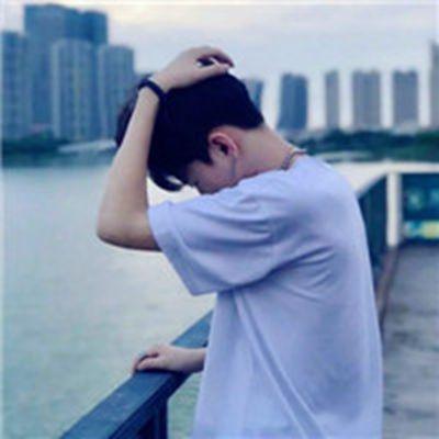 伤感寂寞男生头像_WWW.QQYA.COM