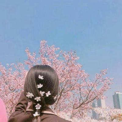 带来好运的好看女生背影头像_WWW.QQYA.COM