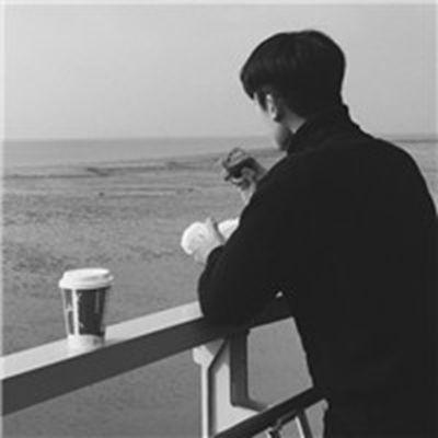 意境伤感背影男生头像_WWW.QQYA.COM