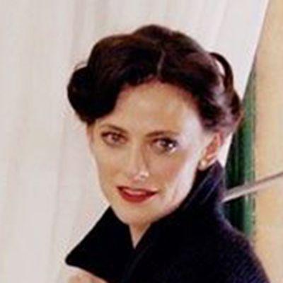 英国演员劳拉·普沃微信头像_WWW.QQYA.COM
