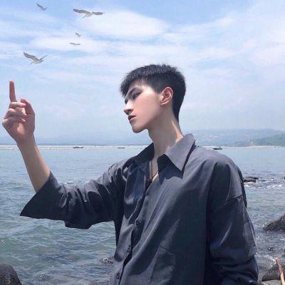 帅气男孩子照片头像_WWW.QQYA.COM