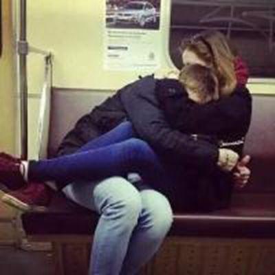 接吻情侣头像一对_WWW.QQYA.COM