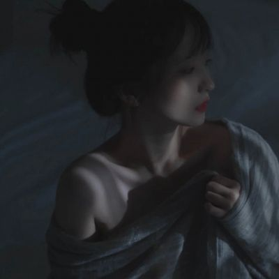 2021痛到心碎的难受的意境头像_WWW.QQYA.COM
