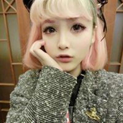 大眼睛长睫毛的诱惑女生头像_WWW.QQYA.COM