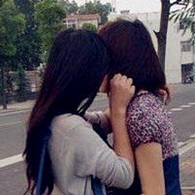 女同接吻闺蜜头像_WWW.QQYA.COM