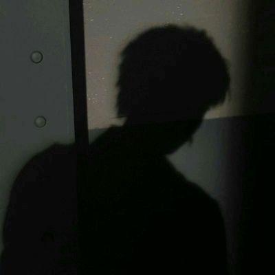 高清很失落又很伤感的图片头像_WWW.QQYA.COM