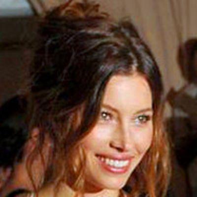美国著名演员、模特杰西卡·贝尔性感头像图片_WWW.QQYA.COM