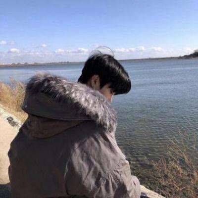 情绪低落孤单伤感颓废男生头像_WWW.QQYA.COM