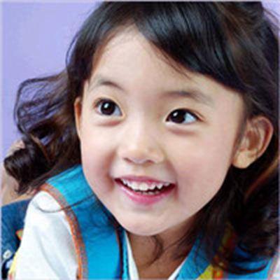 大眼小女孩可爱头像_WWW.QQYA.COM