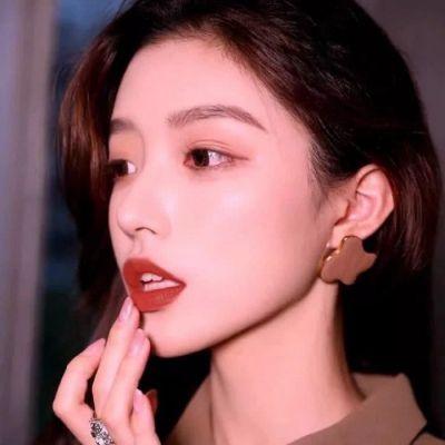 性感成熟美女头像_WWW.QQYA.COM