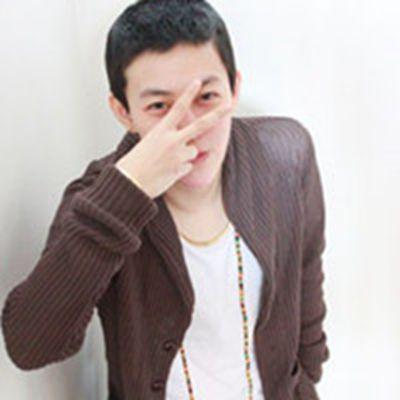 有两种境界的有点伤感笑而不语的帅气男生头像_WWW.QQYA.COM