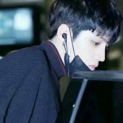 十五岁男孩帅气照片头像_WWW.QQYA.COM