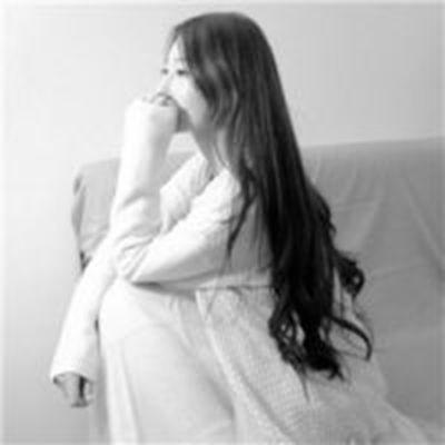 黑白女生头像高冷侧面正面精选_WWW.QQYA.COM