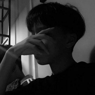 让人掉眼泪的失恋男生伤感头像_WWW.QQYA.COM
