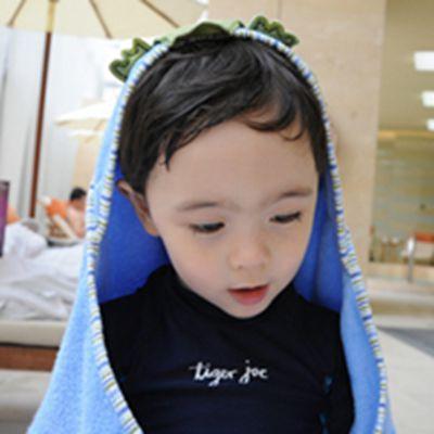 很调皮可爱小帅哥头像特萌的_WWW.QQYA.COM