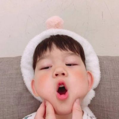 高清可爱的萌娃情头高清一左一右图片_WWW.QQYA.COM