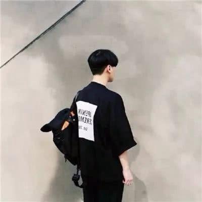 2021男生背影头像图片帅气_WWW.QQYA.COM