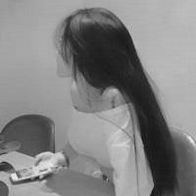 灰色头像女生唯美_WWW.QQYA.COM