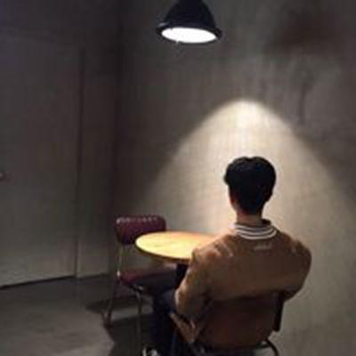 背影男生微信头像最新版_WWW.QQYA.COM