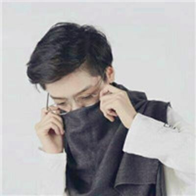 帅气男生戴眼镜头像_WWW.QQYA.COM