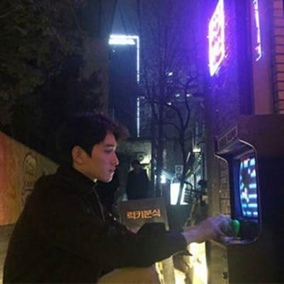 高冷头像男生高清大图_WWW.QQYA.COM