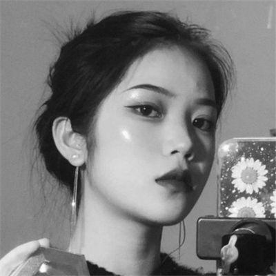 女生冷酷黑白头像_WWW.QQYA.COM