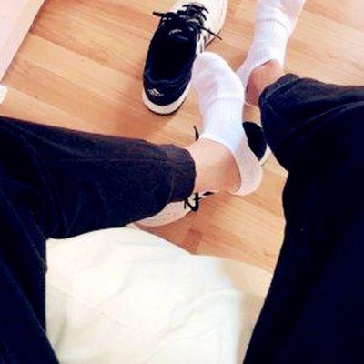 白袜子男头像_WWW.QQYA.COM