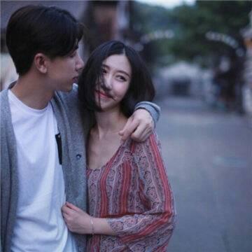 精选唯美一张两人个性情侣头像(我们共同写就了这故事)_WWW.QQYA.COM