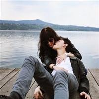 2022幸福的一男一女情侣头像 青青子衿_WWW.QQYA.COM