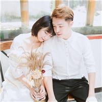 清纯中系情侣头像 把那誓言轻轻戴在你的手指_WWW.QQYA.COM