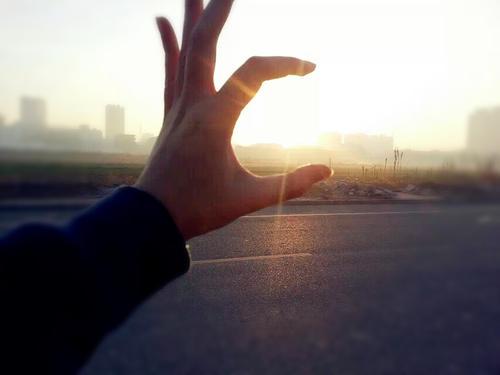 清晨一米阳光唯美图片_WWW.QQYA.COM