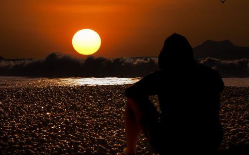 一个人的背影凄凉图片_WWW.QQYA.COM
