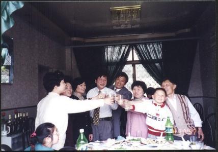 动漫喝酒图片伤感女生_WWW.QQYA.COM